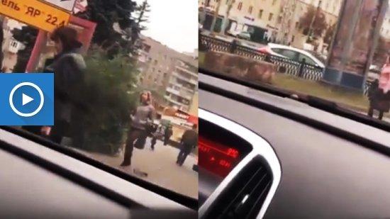 Водителя иномарки оштрафовали за попавшую на видео езду по тротуару в центре Воронежа