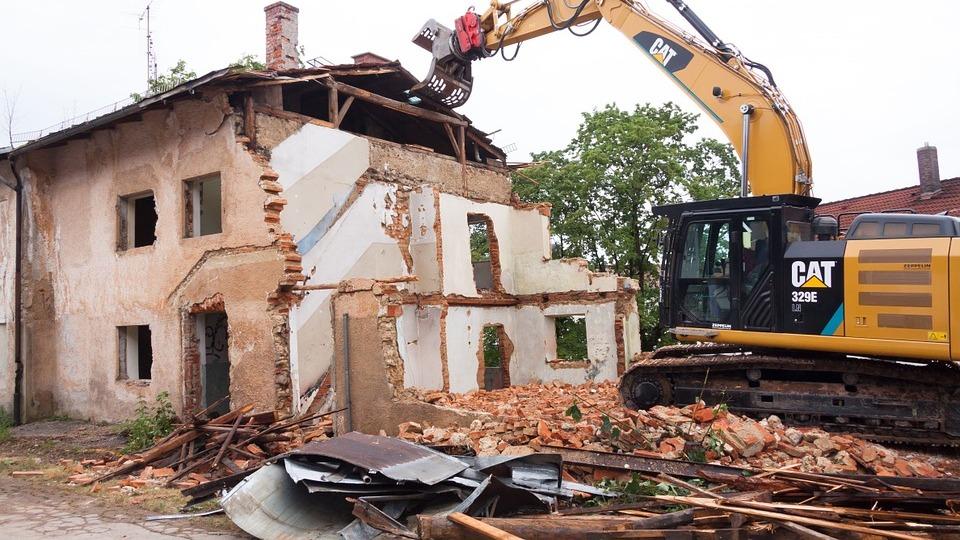 В Воронеже отказавшуюся переезжать из аварийного дома семью выселят принудительно