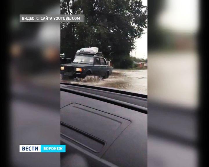 ВСеть угодила видеозапись чудовищного потопа вВоронеже