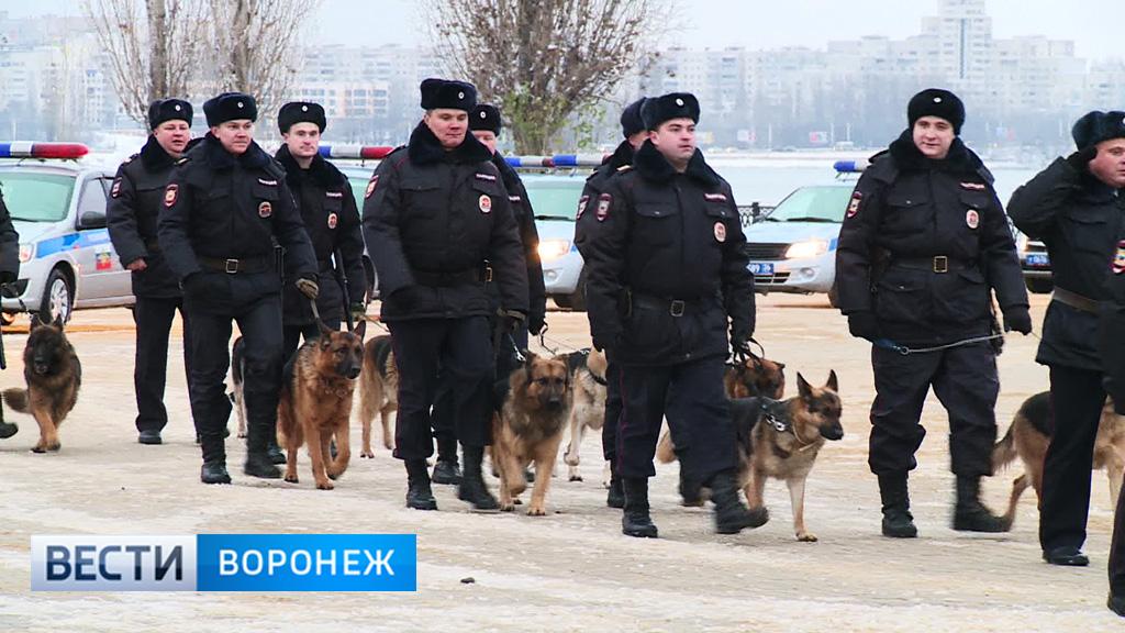 Воронежские правоохранители провели общегородской развод на Адмиралтейской площади