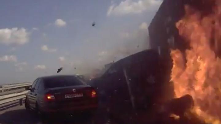 Момент ДТП с 34 машинами на трассе М-4 в Воронежской области попал на видео