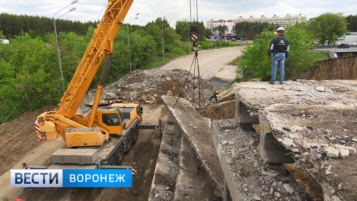 В Воронеже начали разбирать мост на 9 Января, а когда закончат – пока неясно