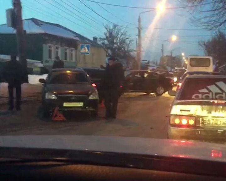 Массовое ДТП с участием четырёх автомобилей и маршрутки в Воронеже попало на видео