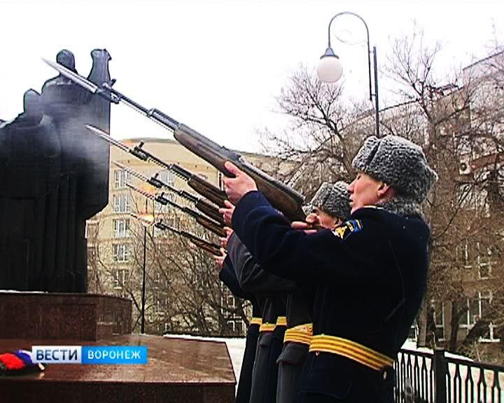 В Воронеже память погибших солдат почтили под оружейные залпы