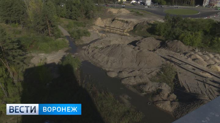 Озеро нечистот. В Воронеже у строящейся развязки на 9 Января прорвало канализацию
