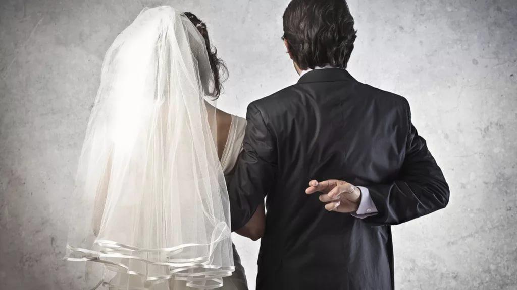 Воронежцам предлагают оформить фиктивный брак за 100 тысяч рублей