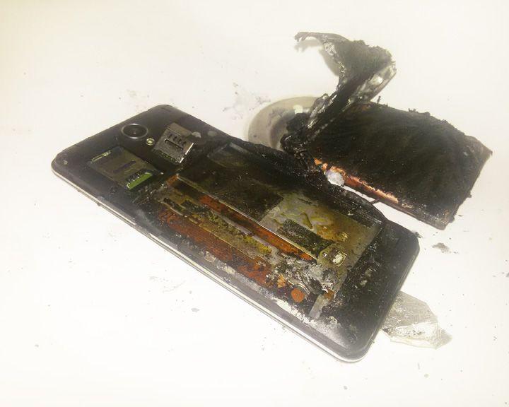 Вруках уворонежской семиклассницы взорвался новый смартфон