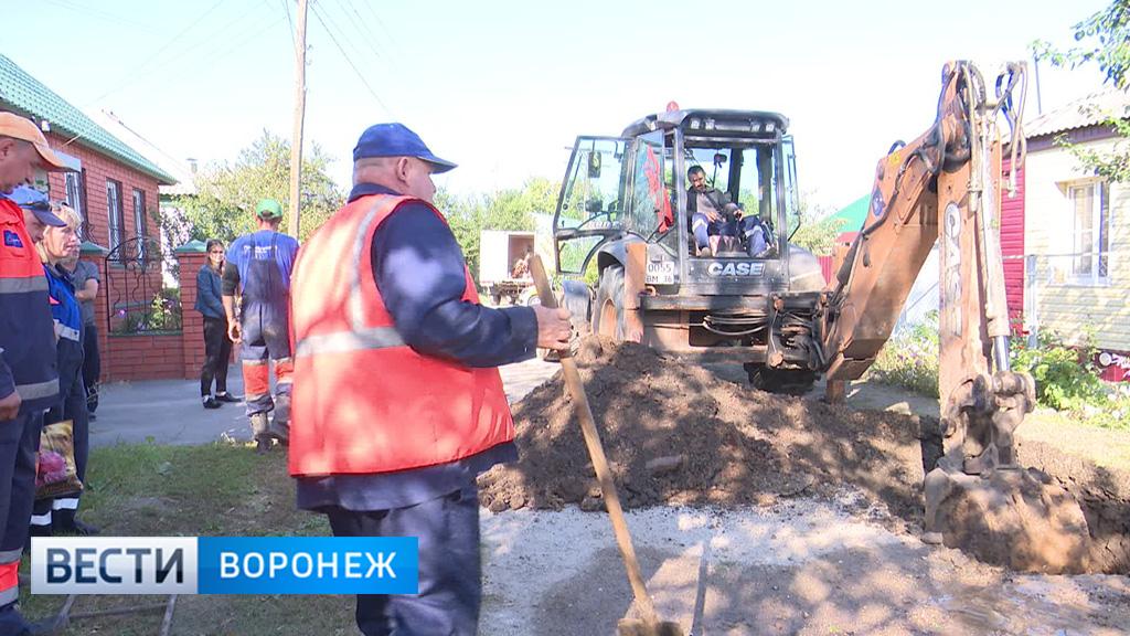 Аварийные бригады занялись ликвидацией утечки в частном секторе Воронежа
