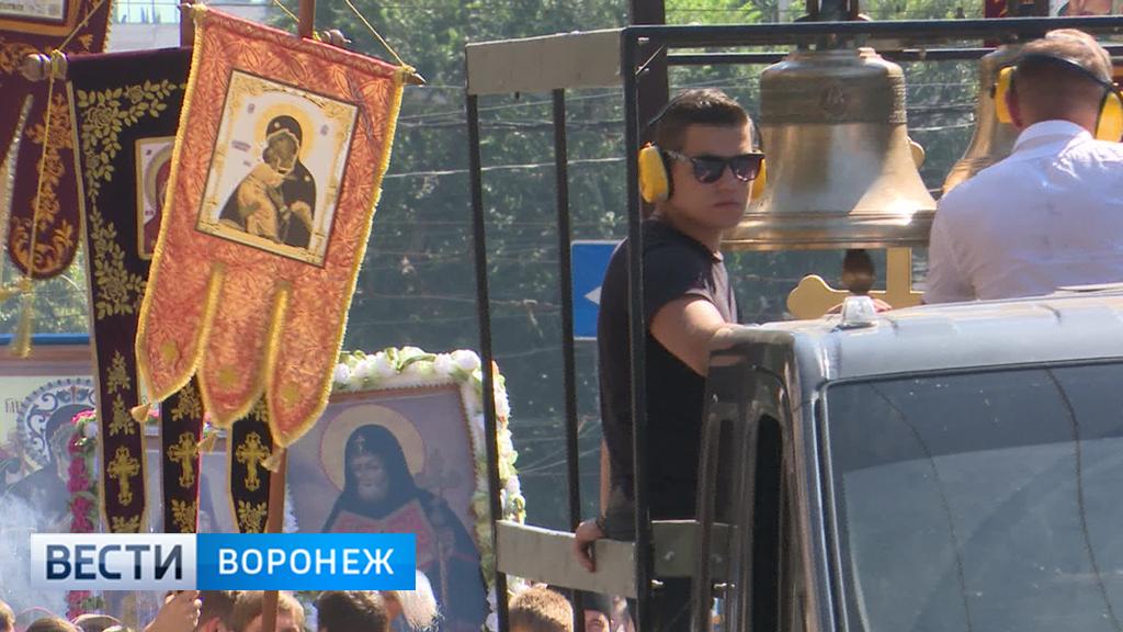 Верующие крестным ходом почтили память первого воронежского епископа