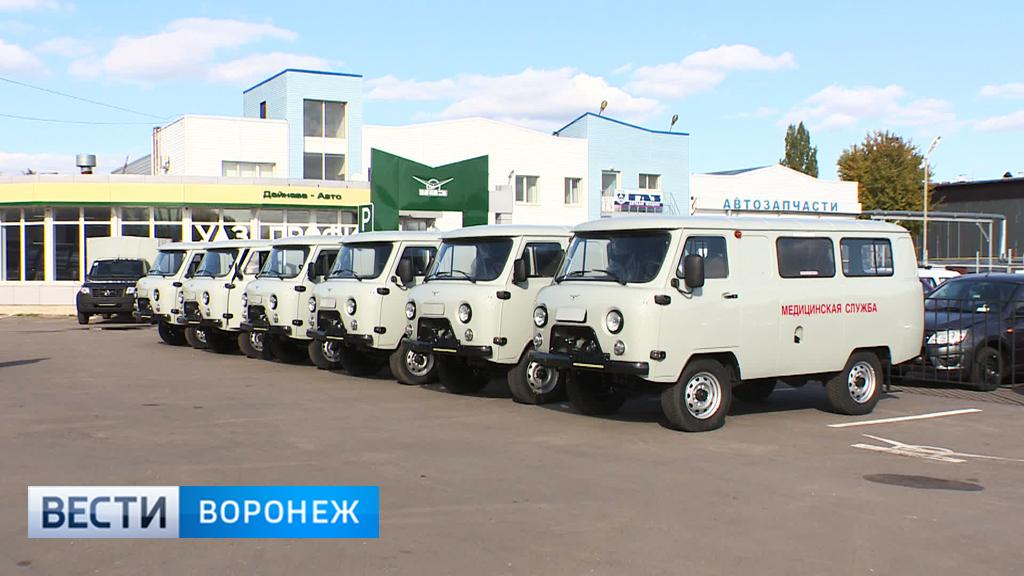 В больницы Воронежской области отправились 10 новых санитарных автомобилей
