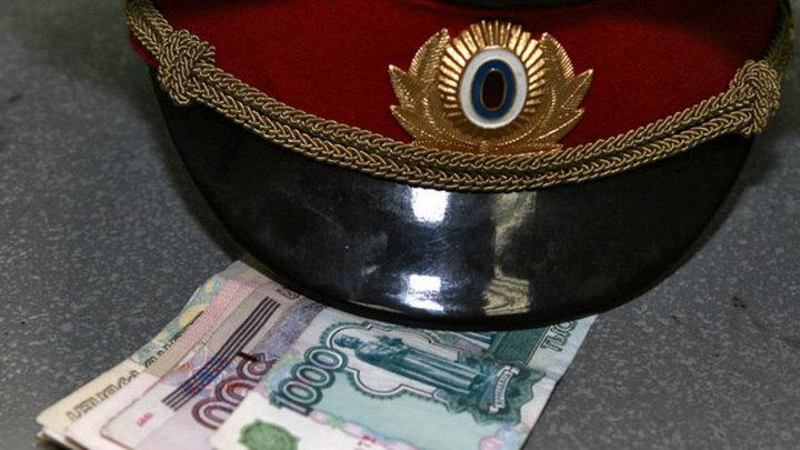 ВВоронежской области высокий полицейский чин набрал взяток на150 тыс.  руб.