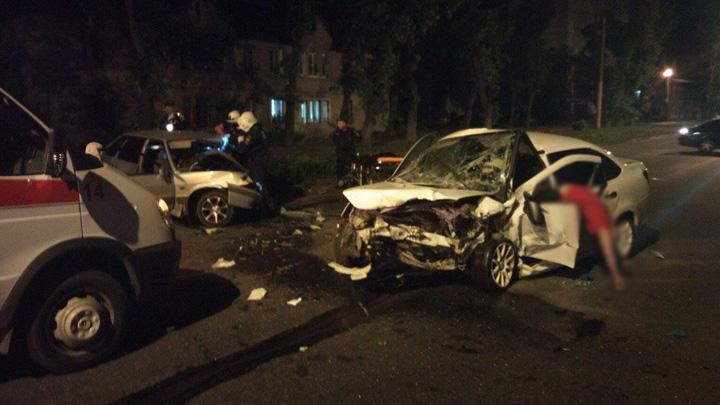 В Воронеже в ДТП с двумя легковушками погибли три человека