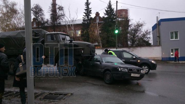 В Воронежской области военный «Урал» насмерть сбил велосипедиста и протаранил три авто