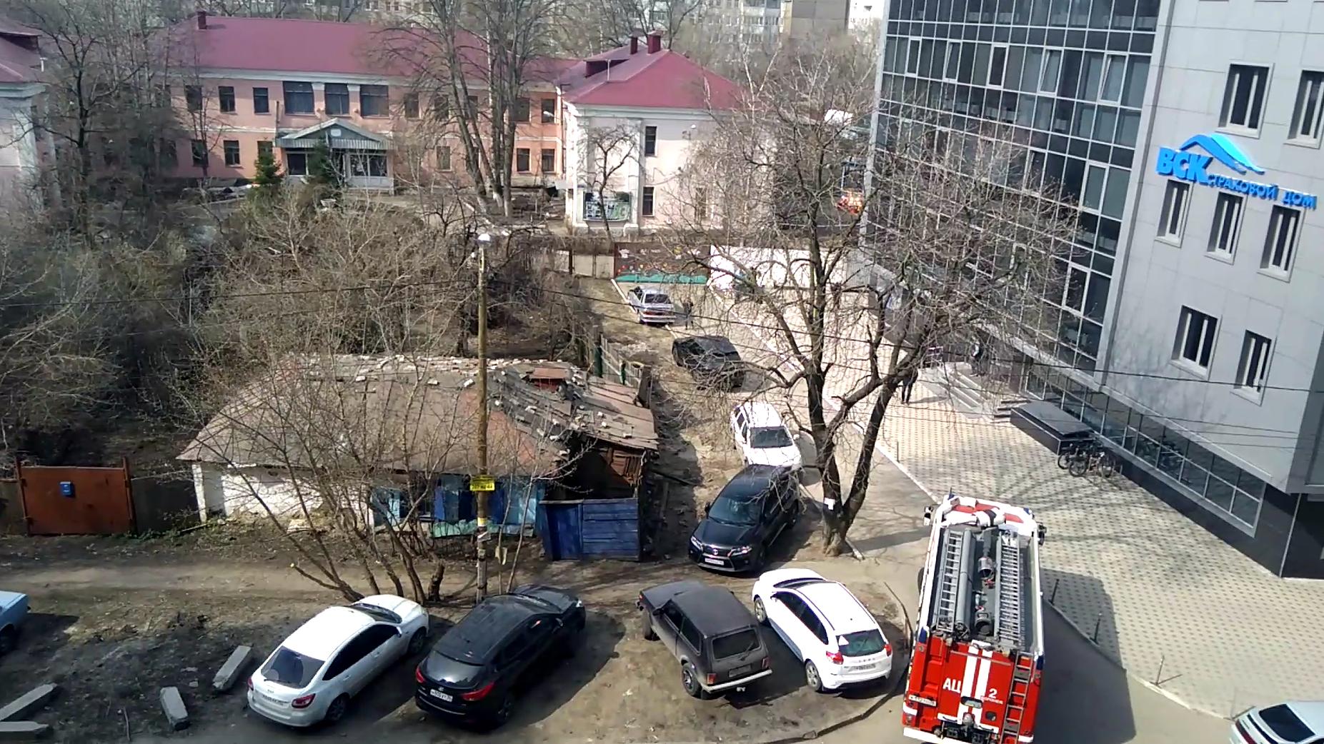 Автомобилисты заблокировали дорогу пожарной машине к детсаду в центре Воронежа