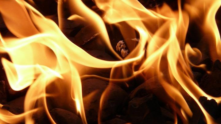 В Советском районе Воронежа пожарные эвакуировали из загоревшегося дома 5 человек
