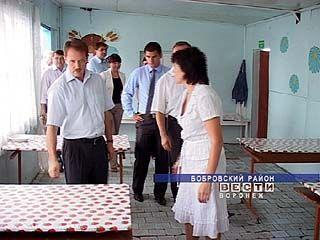 Алексей Гордеев лично проверил, в каких условиях отдыхают дети в летних лагерях
