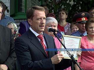 Алексей Гордеев побывал на торжественной линейке в Панинской школе