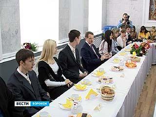 Алексей Гордеев пообщался с представителями губернаторского резерва