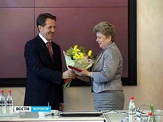 Алексей Гордеев вручил государственные награды воронежским педагогам