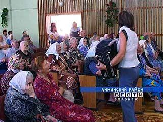 Аннинские школьники организовали для пенсионеров концертную программу