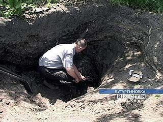 Археолог-любитель ведет раскопки на территории своего участка