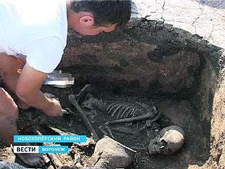 Археологи ведут раскопки кургана в Новохоперском районе