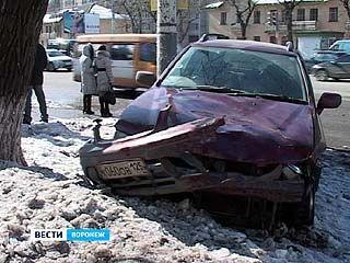 """Автомобиль """"Nissan"""" сбил на пешеходном переходе троих женщин"""