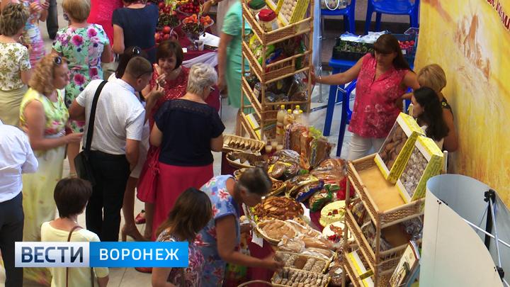 В День работников торговли в Воронеже устроили дегустацию местных продуктов