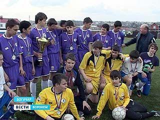 Богучарские футболисты празднуют победу