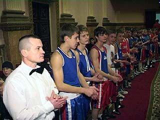 Боксерский турнир памяти Петра Ижокина проходит в Доме офицеров