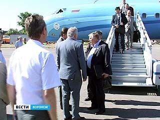 Большая делегация приземлилась на аэродроме ВАСО
