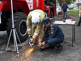 Большая пожарная выставка работает прямо под открытым небом