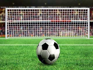 Большой футбол приходит на маленькие стадионы