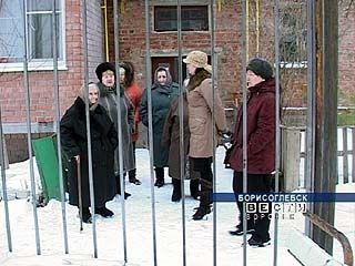 Борисоглебский дом престарелых обносят высоким забором