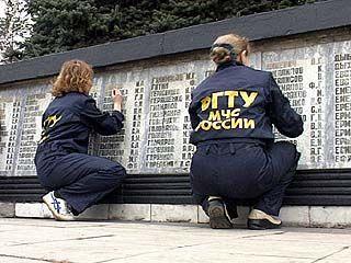 Будущие спасатели навели порядок на территории памятника Славы