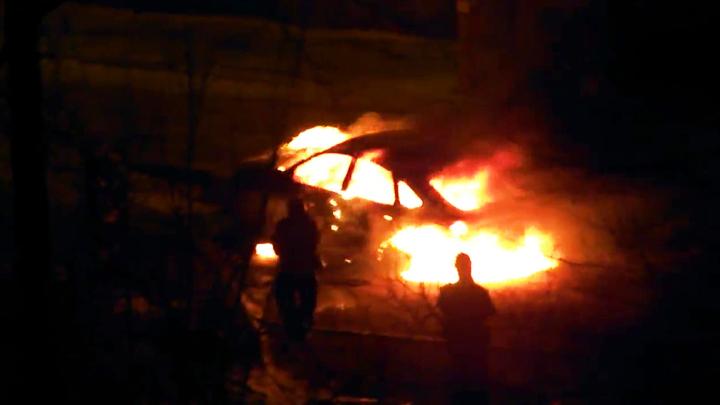 В Воронеже на видео попал очередной полыхающий автомобиль