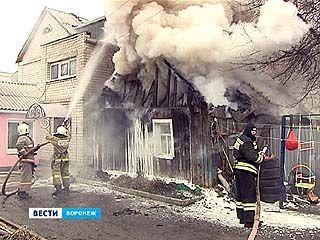 Частный дом сгорел ещё до приезда пожарных, но перейти на другие здания огонь не успел
