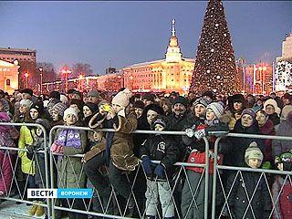 Чем удивляли воронежцев перед боем курантов на площади Ленина?