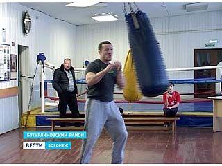 Чемпион мира по боксу Денис Лебедев встретился с ребятами из Бутурлиновки