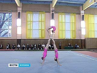 Чемпионат области и первенство города по акробатике стартовали в Воронеже