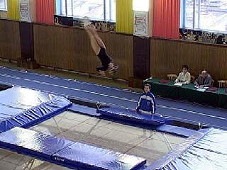 Чемпионат области по прыжкам на батуте собрал более 120 человек