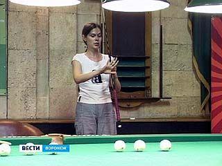 Чемпионка России по бильярду Анастасия Луппова дала мастер-класс в Воронеже