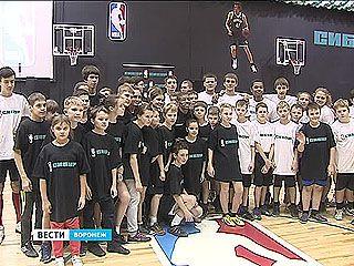 Чему научил воронежцев легенда баскетбола Магси Богс?