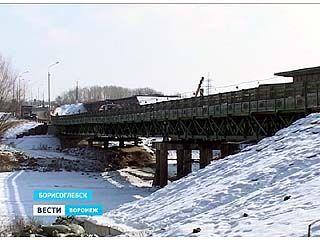 Cпециалисты выявили деформации узлов временного моста через реку Ворона
