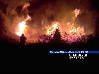 Демонтированные шпалы стали причиной пожара на Левом берегу Воронежа