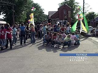 День защиты детей в Таловой начался с ярмарки