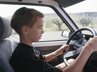 Депутаты Госдумы предлагают посадить за руль несовершеннолетних