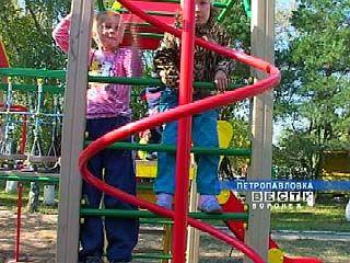 Для петропавловских малышей построили детскую площадку