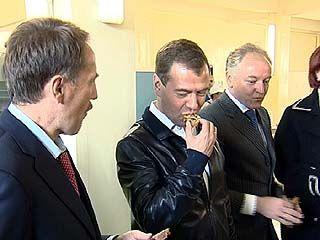 Дмитрий Медведев отведал воронежского хлеба