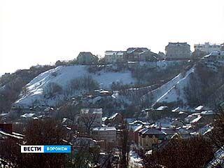 Дома на склоне у Воронежского водохранилища рискуют в него сползти